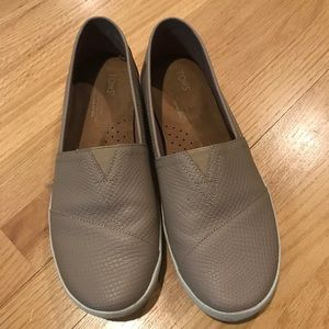 Toms Slide 9.5 like new tan/taupe